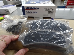 ACDELCO ADVANTAGE CERAMIC FRONT DISC BRAKE PAD SET, NOS, #19286075, 14D726CH $33.00 + SHIPPING